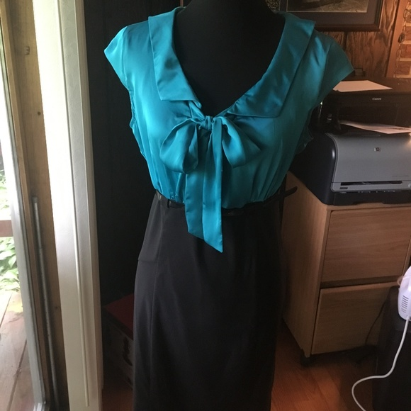 AGB Dresses & Skirts - Blue & Black Sheath Dress w/ Bow, Size 12